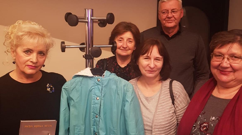 Radnice Udruge Kamensko oživjele najpoznatiji plavi kaputić iz Vukovara